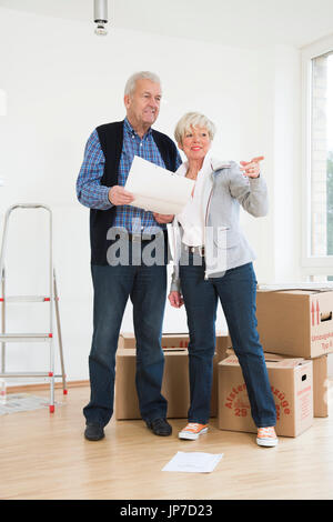Senior couple moving houses - Stock Photo