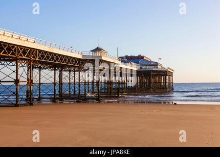 England, Norfolk, Cromer, Cromer Pier - Stock Photo