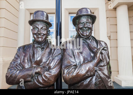 England, Cumbria, Lake District, Ulverston, Statue of Laurel and Hardy in front of The Coronation Hall Theatre - Stock Photo