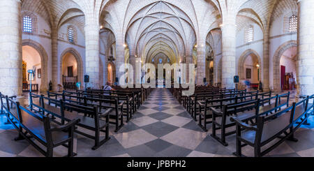 Colonial Zone (Ciudad Colonial), Santo Domingo, Dominican Republic. Inside view of the Basilica Cathedral of Santa - Stock Photo