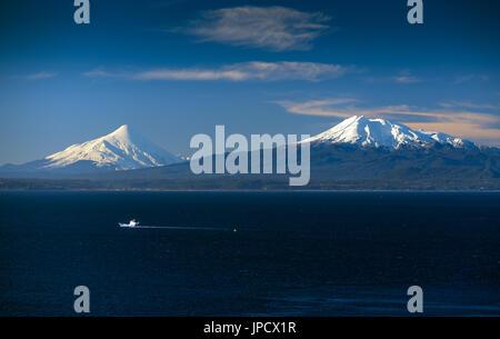 Volcanes de Chile / Chilean Volcanoes - Stock Photo