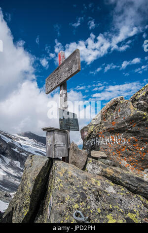 Mountain scenery on the Olperer Runde Tour and Peter Habeler Weg in the Zillertal Alps of Austria at the Friesenberg - Stock Photo
