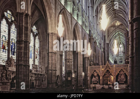 Nave altar and choir screen, Westminster Abbey, London, England, UK - Stock Photo