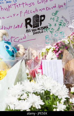 Tributes and messages of condolence on the memorial wall for the victims of  the Grenfell Tower fire - Stock Photo