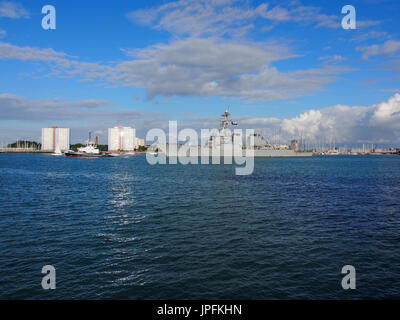 Portsmouth, Hampshire, UK. 01st Aug, 2017. The USS Donald Cook, DDG-75, an Arleigh Burke-class guided missile destroyer, - Stock Photo