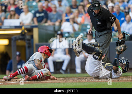 Milwaukee, WI., USA. 1st August, 2017. Milwaukee Brewers catcher Manny Pina #9 tags out St. Louis Cardinals baserunner - Stock Photo