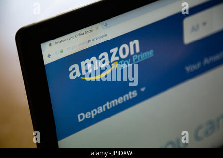 Amazon home page on a laptop computer screen - Stock Photo