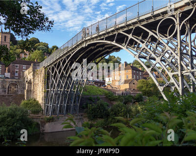 The Iron Bridge was built in 1779 by Abraham Darby to span the towns either side of the River Severn, and it was - Stock Photo