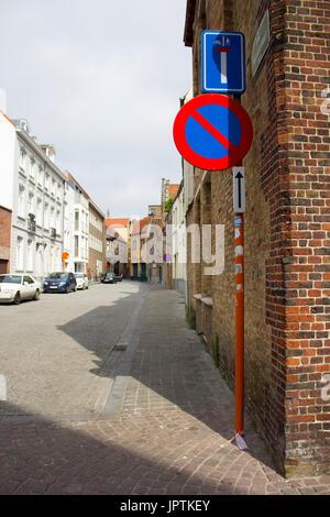 Bruges, Belgium. 8th July, 2017. 13th- Century brick and cobblestone streets in Belgium. ©AimeeHerd Freelance - Stock Photo
