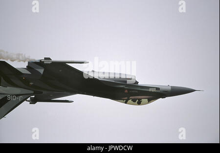 Royal Dutch AirForce Lockheed Martin F-16A MLU Fighting Falcon flying inverted in the flying-display at the 2001 - Stock Photo