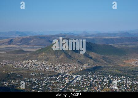 Town of Graaff-Reinet in the Eastern Cape of South Africa set in the loop of the Sundays River in the Valley of - Stock Photo