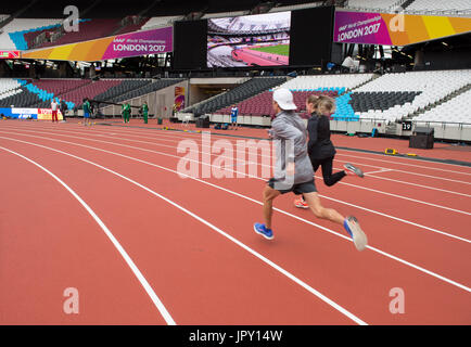 London, UK. 2nd Aug, 2017. Athletes run in the interior space of the Olympic Stadium in London, Britain, on 2 August, - Stock Photo