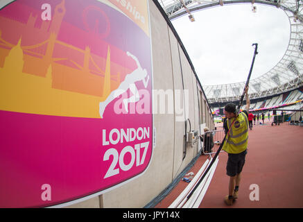 London, UK. 2nd Aug, 2017. Final preparations in the Olympic Stadium in London, Britain on 2 August, 2017. The IAAF - Stock Photo