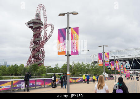 London, UK. 2nd Aug, 2017. People walk by the Olympic Stadium in the Olympic Park in London, Britain, on 2 August - Stock Photo