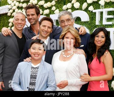 Los Angeles, CA, USA. 1st Aug, 2017. Matt Murray, David Walton, Mark Feuerstein, Elliott Gould, Albert Tsai, Linda - Stock Photo