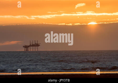 Ainsdale, Southport, Merseyside, UK. 2nd August, 2017. UK Weather.  Colourful sunset over Morecambe Bay Gas Rig. - Stock Photo