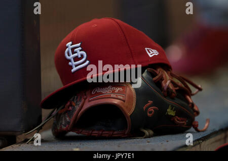 August 1, 2017: St. Louis Cardinals second baseman Kolten Wong #16 glove and hat during the Major League Baseball - Stock Photo