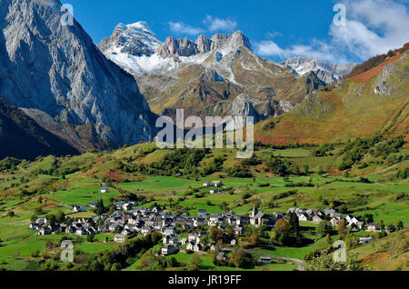Lescun in autumn and first snow on Pic d'Anie. Aspe Valley, Pyrenees, France - Stock Photo