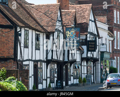 15th century The King's Arms Hotel, High Street, Old Amersham, Buckinghamshire, England, United Kingdom - Stock Photo