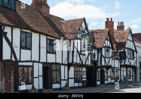 15th century The King's Arms Hotel, High Street, Old Amersham, Buckinghamshire, England, United Kingdom - Stock Photo
