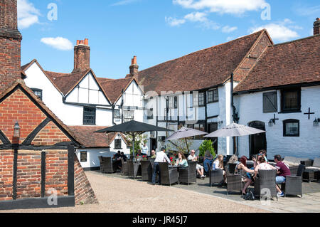 Rear courtyard at 15th century The King's Arms Hotel, High Street, Old Amersham, Buckinghamshire, England, United - Stock Photo