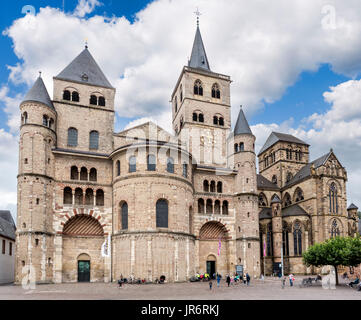 Trier Cathedral (High Cathedral of Saint Peter), reportedly the oldest cathedral in the country, Trier, Rhineland - Stock Photo