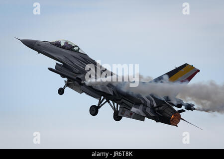 Fairford, Gloucestershire, UK - July 10th, 2016: Lockheed Martin General Dynamics F-16 Fighting Falcon Display - Stock Photo