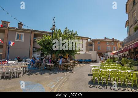 Sablet, Provence Alpes Côte D'Azur, France. 4th August 2017. The medieval wine-making village of Sablet hosts a - Stock Photo
