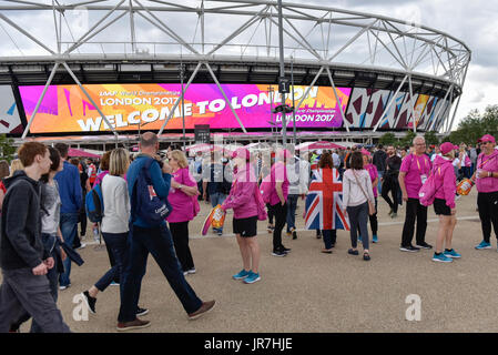 London, UK. 4th Aug, 2017. Thousands arrive at the London Stadium, for The IAAF World Championships London 2017 - Stock Photo