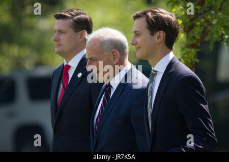 Washington, USA. 4th Aug, 2017. White House aides Rob Porter (L) and Jared Kushner (R) flank newly appointed Chief - Stock Photo