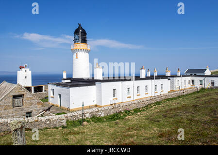 Dunnet Head Lighthouse on cliff top of Easter Head on Dunnet Head, peninsula in Caithness, Scotland, UK - Stock Photo