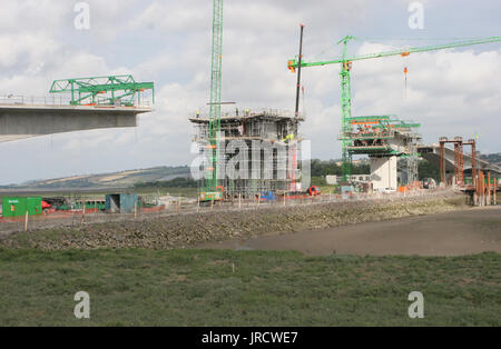 The new River Taw bridge in Barnstable, UK under construction in 2006. - Stock Photo