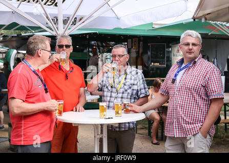 Berlin, Germany. 4th Aug, 2017. Visitors taste beer at a shop during the 21st International Berlin Beer Festival - Stock Photo