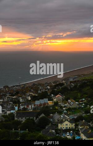 Portland, Dorset, UK.  4th August 2017.  UK Weather.  View of the sunset across Fortuneswell from The Heights on - Stock Photo
