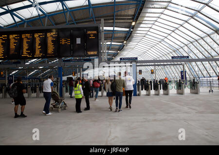 Waterloo, UK. 5th Aug, 2017. Waterloo Station, London, upgrade starts today, as they lengthen the current platforms, - Stock Photo