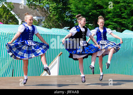 Dundonald, Scotland, UK. 5th August, 2017. Three young girls compete in the highland dancing. Dundonald Highland - Stock Photo
