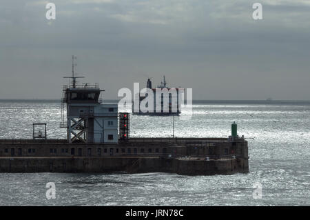 P&O FERRY ENTERING DOVER PORT BY A BRIGHT WEATHER - CONTROL TOWER ENTRANCE -DOVER ENGLAND © Frédéric BEAUMONT - Stock Photo