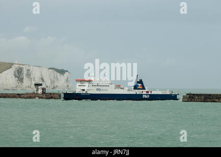P&O SEAWAY FERRY ENTERING DOVER PORT - DOVER ENGLAND © Frédéric BEAUMONT - Stock Photo