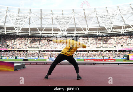 London, Britain. 06th Aug, 2017. Usain Bolt of Jamaica (3rd) at the victory ceremony after the men's 100 m final - Stock Photo