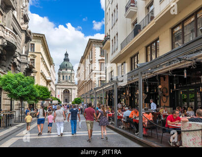 Cafe on Zrinyi Utca looking towards the Basilica of St Stephen, Lipótváros district, Budapest, Hungary - Stock Photo