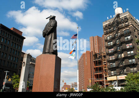 Chatham Square in Chinatown, Manhattan has erected a statue of Lin, commemorating the pioneer in real combat drug - Stock Photo