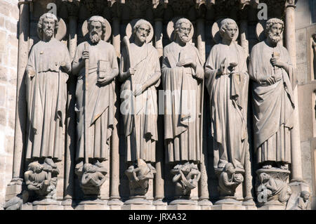 central portal jamb statues - Stock Photo