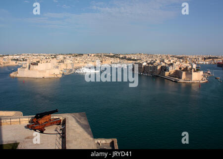 The Grand Harbour of Malta, a historic Mediterranean travel destination. View from the Upper Barrakka, Valletta. - Stock Photo