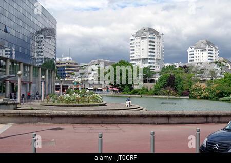 Esplanade de la Commune de Paris, Noisy-le-Grand, the lake, esplanade at left,  earlier smaller scale, residential - Stock Photo