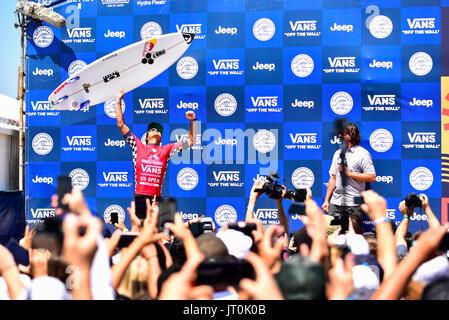 Huntington Beach, USA. 06 August, 2017. Local surfer and WSL CT veteran Kanoa Igarashi (USA) wins the 2017 VANS - Stock Photo