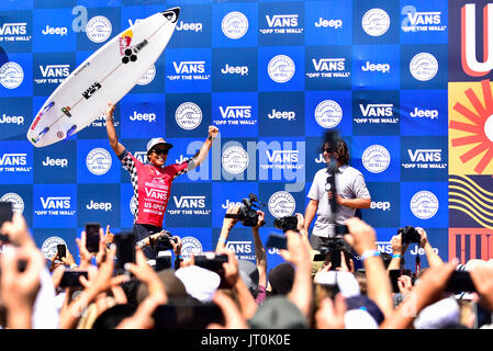 Huntington Beach, USA. 06 August, 2017. Kanoa Igarashi (USA) wins the 2017 VANS US Open of Surfing in his home town - Stock Photo