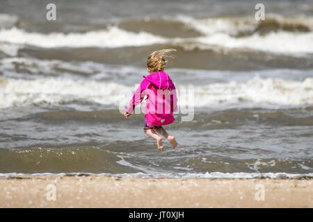 Southport, Merseyside, 7th August 2017. UK Weather.   A lovely sunny but breezy day over the north west coast of - Stock Photo