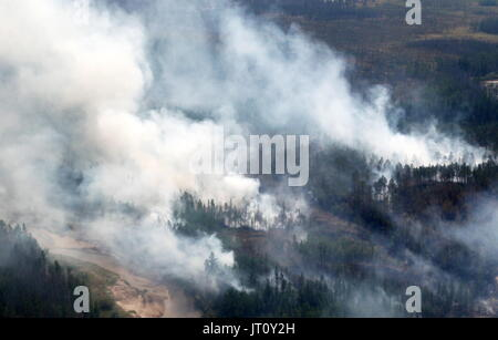 Sakha Republic, Russia. 4th Aug, 2017. Battling wildfires in the Vilyuisky district. Credit: Svetlana Pavlova/TASS/Alamy - Stock Photo