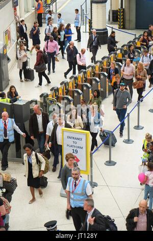 London, UK  7th August 2017. Commuters at use the old Eurostar platform as engineering work continues at Waterloo - Stock Photo