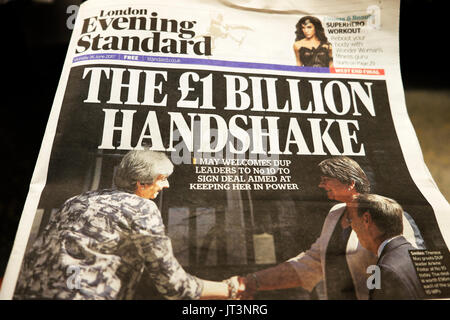 Evening Standard newspaper headline 'The £! Billion Handshake' 26th June 2017 - Stock Photo